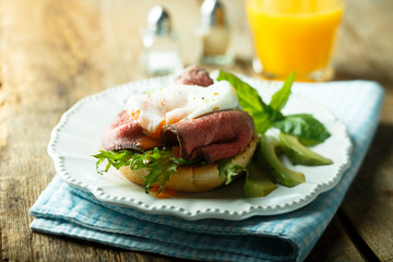 Poached egg with roast beef and avocado