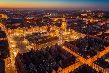 Evening aerial view on Poznan main square and old town. Fototapete