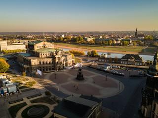 Die Semperoper in Dresden am Morgen