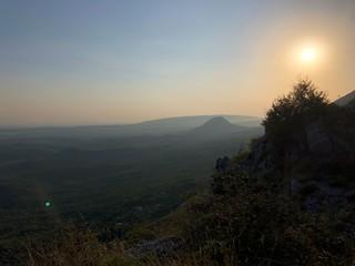 Sonnenuntergang in den Bergen von Montenegro