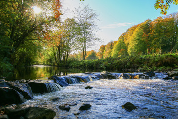 Deurstickers Rivier Glenarm river in autumn