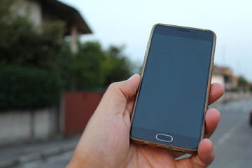 Smartphone in una mano