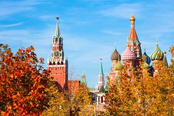 Foto op Canvas Barcelona Cathedral of Vasily Blessed (Saint Basil's Cathedral) and Spasskaya Tower of Moscow Kremlin