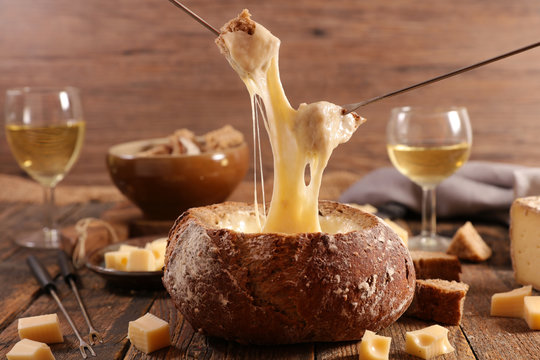 bread bowl with cheese fondue