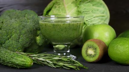 Здоровое питание, смузи, соки, овощи и фрукты, вегетарианство