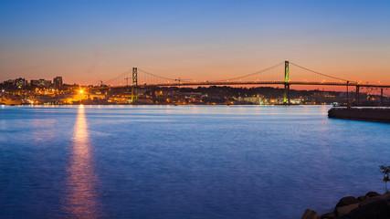The Angus L. Macdonald Bridge, Halifax, Nuova Scotia, Canada.