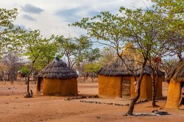 Fototapeta Maison typique tribu Himba Namibie Tipi Hutte terre obraz