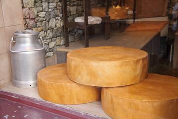 Käse auf einem Marktstand