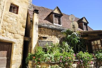 Mittelalterliches Steinhaus mit Blumen Terrasse