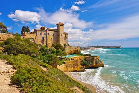 Castell de Tamarit an der Costa Dorada in Spanien - Castell de Tamarit near Tarragona, Costa Dorada, Catalonia in Spain