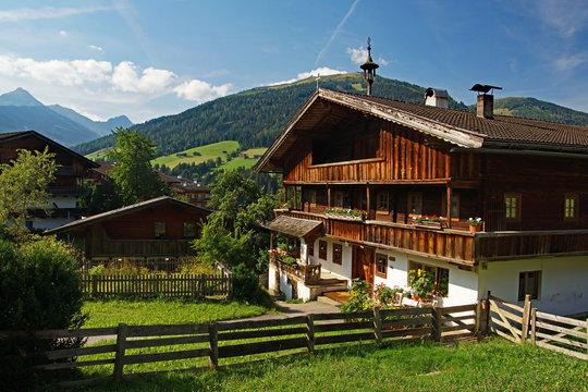 Dorflandschaft in Alpbach - Österreichs schönstes Dorf