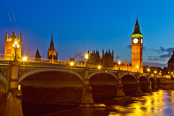 Fotomurales - Big Ben and westminster bridge at dusk in London