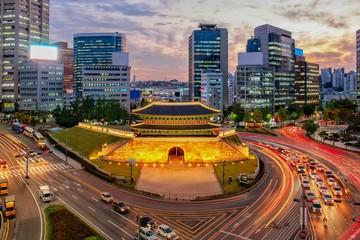 Photo sur cadre textile Seoul View of downtown at namdaemun gate in Seoul south Korea