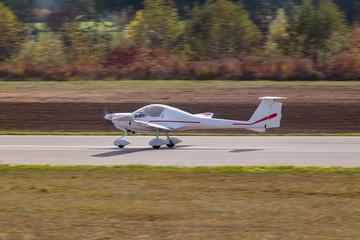Kleinflugzeug / Flugzeug