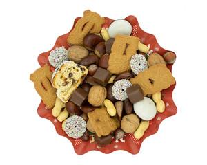 Weihnachtsteller mit Stollen, Spekulatius, Schokolade, Datteln und Nüssen