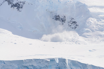 In de dag Antarctica Snow fall on glacier