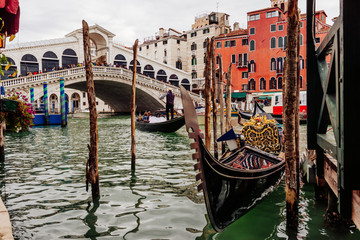 Wall Mural - Rialto bridge and Grand Canal in Venice, Italy. View of Venice Grand Canal with gandola. Architecture and landmarks of Venice. Venice postcard