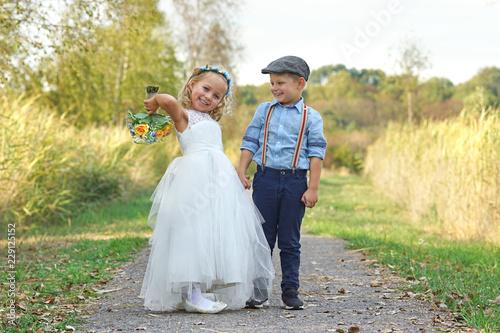 Hochzeit Zwei Kleine Blumenkinder Stock Photo And Royalty Free