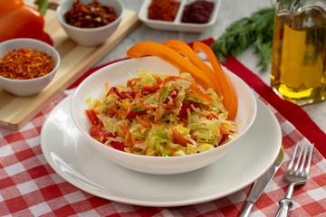 salade de chou et de poivron, nourriture saine, légère, bonne nutrition, mode de vie sain
