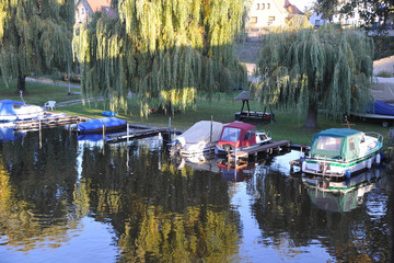 Garden Poster Water Motor sports Motroboot im hafen