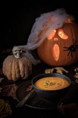 Kürbissuppe zu Halloween