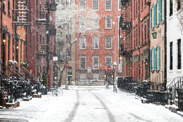 Photo sur Plexiglas Lieux connus d Amérique Snowy winter scene on Gay Street in the Greenwich Village neighborhood of Manhattan in New York City