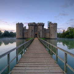Keuken foto achterwand Kasteel Autumn misty sunrise on Bodiam Castle, East Sussex, UK