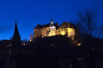 Marburg Stadtansicht vom beleuchteten Schloss zur Blauen Stunde