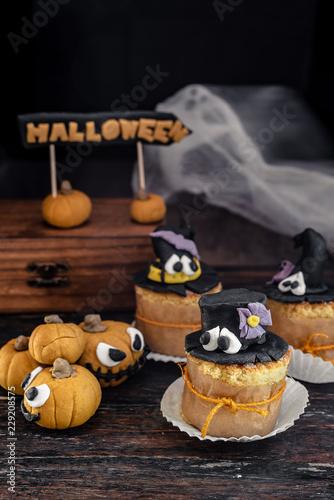 Dolci Halloween.Dolci Di Halloween Decorati Con Pasta Di Zucchero Zucche E