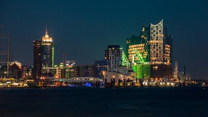 Hafen am Abend im Norden, Hamburg