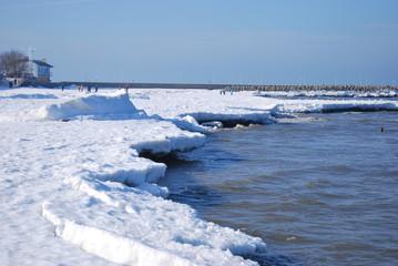 plaża w Kołobrzegu zimą