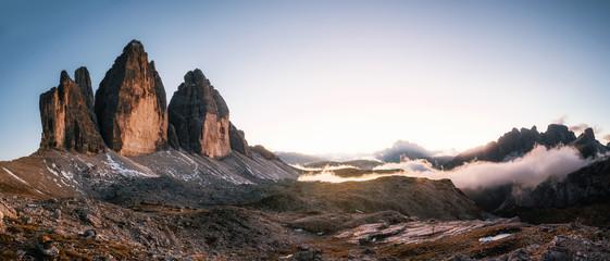 Foto auf AluDibond Gebirge Panoramic view of Tre Cime di Lavaredo or Drei Zinnen at sunset in the Dolomites in Italy, Europe