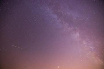 Milchstraße in der Nacht, violetter Himmel Wall mural