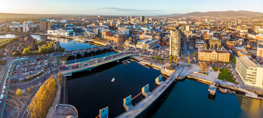 Spoed Fotobehang Europese Plekken Aerial view of Belfast in autumn