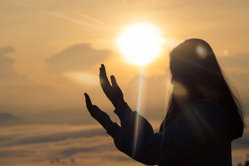A beautiful girl raised her hand to pray. And promised myself. And the sun goes down. God bless you for the good.