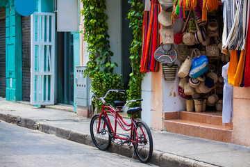 Fototapeten Südamerikanisches Land Bicycle parked at the beautiful streets of the walled city in Cartagena de Indias