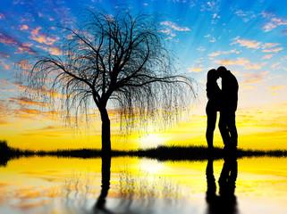 Wall Mural - pareja de enamorados en el lago