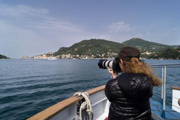Fotografanre Porto Venere arrivando dal mare con il battello
