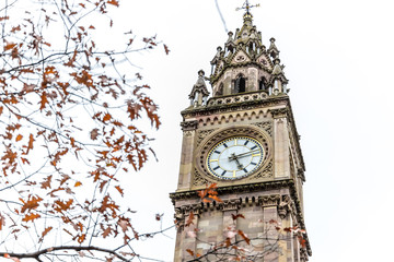 Fotomurales - Albert memorial clock in Belfast, UK