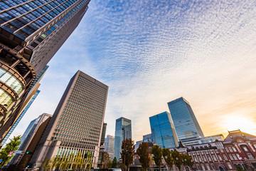Fotobehang Aziatische Plekken 早朝の東京駅 The sky at daybreak in Marunouchi, Tokyo, Japan