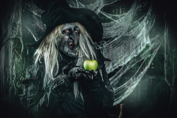 poisoned apple from witch
