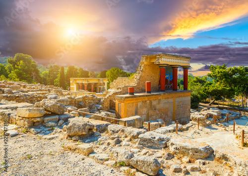 knossos palace crete