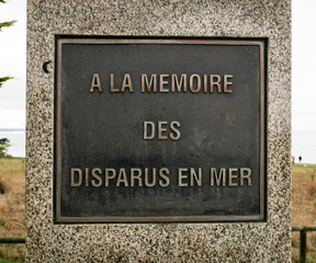 Plaque en bronze, à la mémoire des disparus en mer