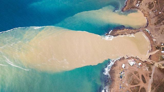 clay streams in the sea