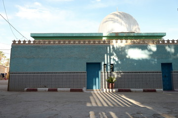 A green Islam building under the shadow