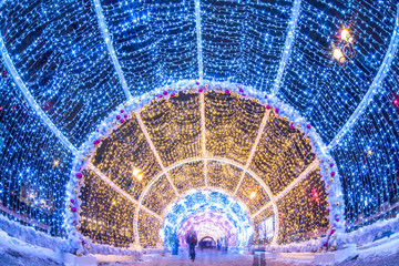 Blurred video of people passing through the New Year and Christmas holidays, light tunnels in the city center in Moscow Fotomurales