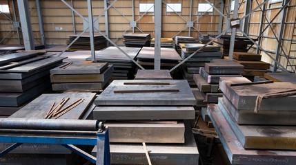 鋼材所の倉庫