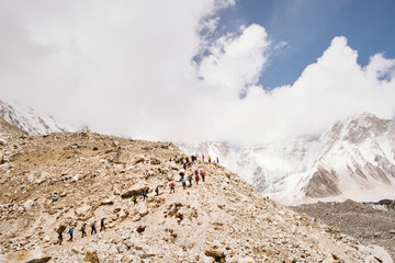 A line of hikers on their way to Everest Base Camp