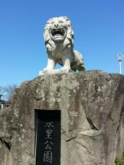 公園の石像