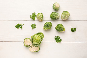Photo sur cadre textile Bruxelles Fresh brussels sprouts on white wooden background, top view